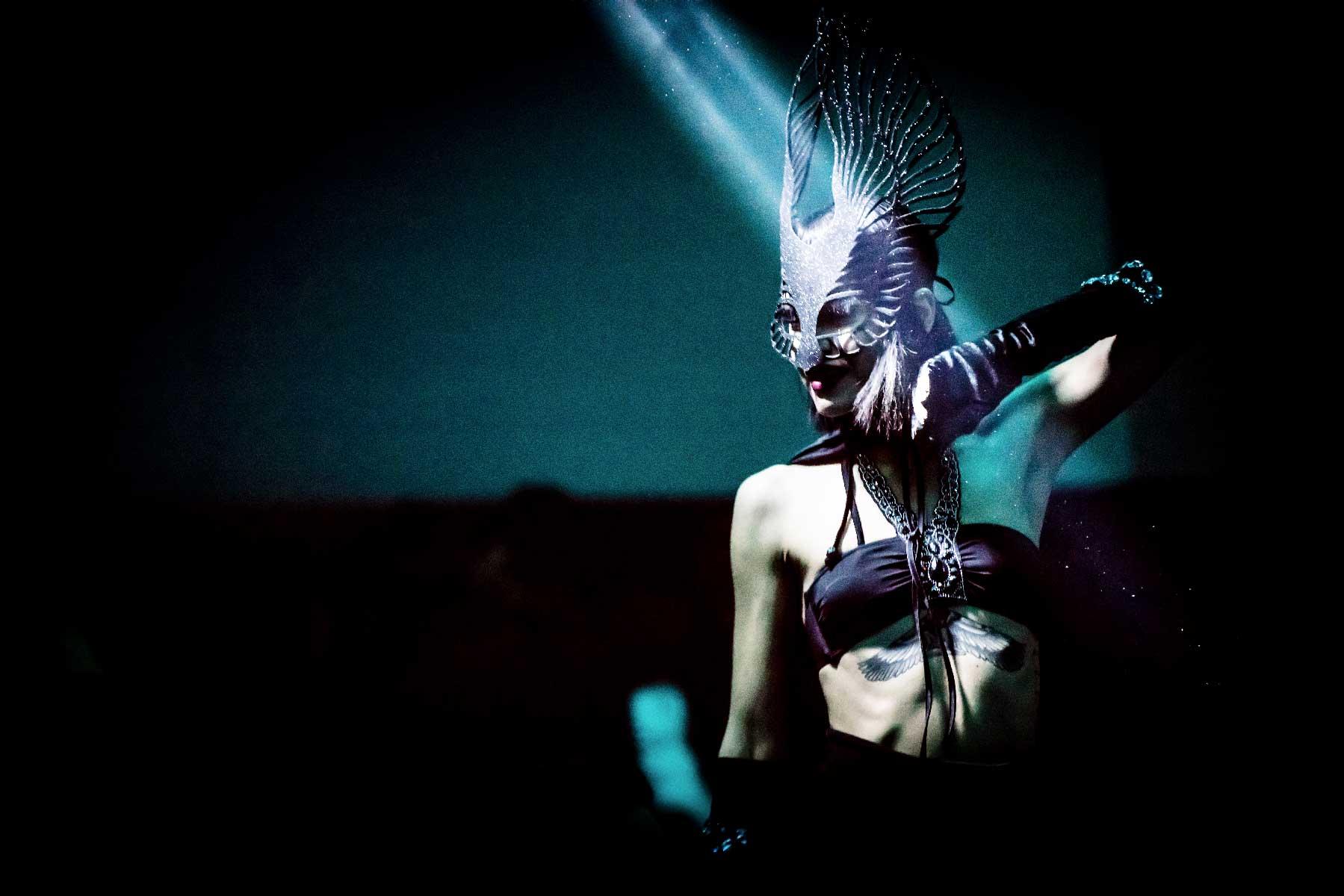 slide-donna-maschera